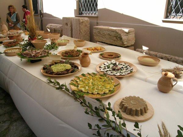 Buffet con ricette di epoca romana for Antipasti romani