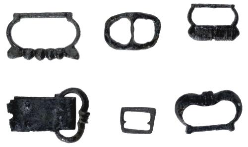 Fibbie in bronzo ed elementi per cintura (foto Roberto Macrì)